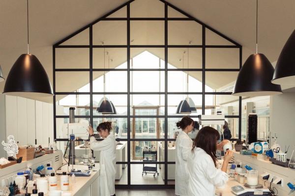 Davines Parma Operaio Settore Cosmetico 1